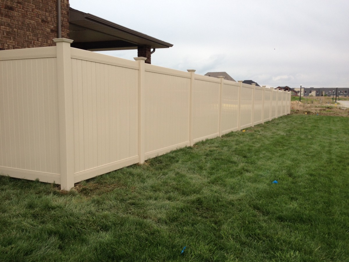 Almond vinyl fence in Lakeshore on