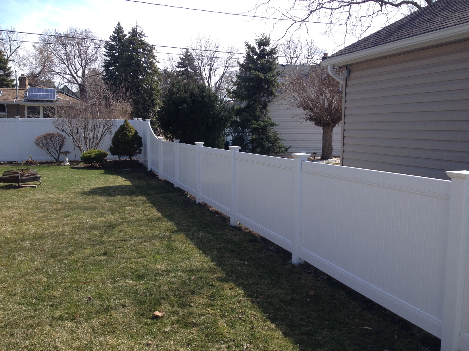 4' tall white vinyl fence transition to 6' tall