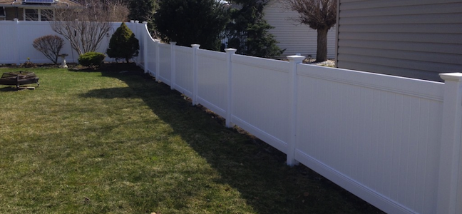 white vinyl fence in windsor on