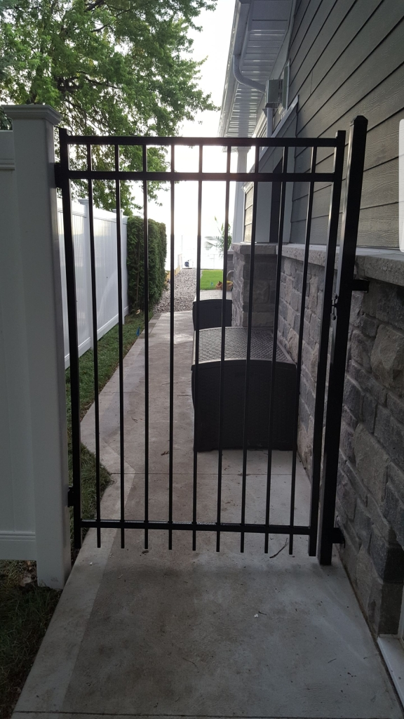 metal gate with vinyl