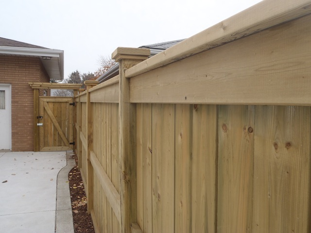 privacy-fence-for-a-pool